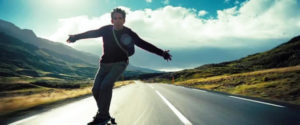 Wlter mitty fait du skateboard en Islance - feel good movie
